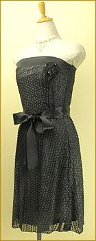 「チュールレースを重ねたコサージュが華やかなベアトップドレス」の商品写真